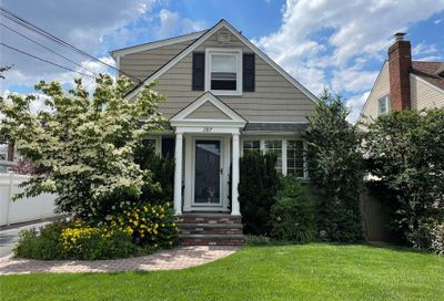 287 Courthouse Road Franklin Square NY 11010