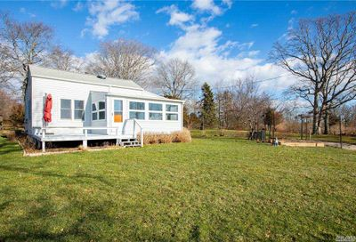 35 Bayview Avenue Southold NY 11971