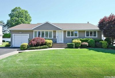39 Clearwater Drive Plainview NY 11803