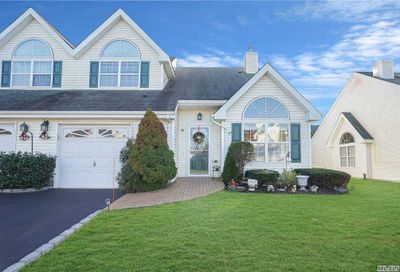 42 Joyces Way Bay Shore NY 11706