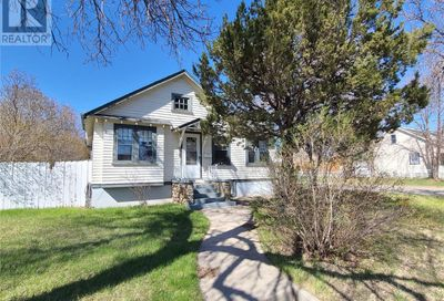 678 Ominica ST E Moose Jaw SK S6H0H5