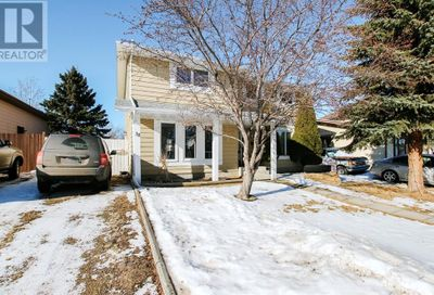 38 Campbell Avenue Red Deer AB T4P2W7