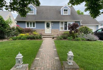 2712 Concord Drive East Meadow NY 11554
