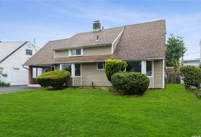 39 Miller Place Levittown NY 11756