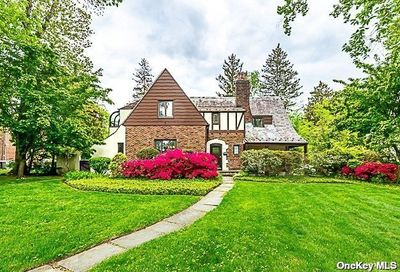 15 Mirrielees Road Great Neck NY 11021