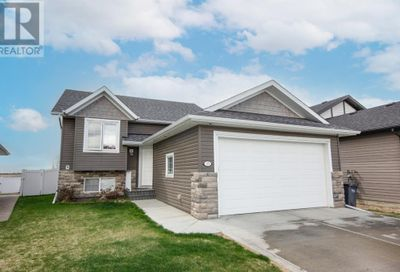 15 Vancouver Crescent Red Deer AB T4R0H8