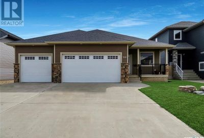 208 Valley Meadow CT Swift Current SK S9H5N2