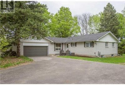 386 Mapleview Drive Barrie ON L4N0H3