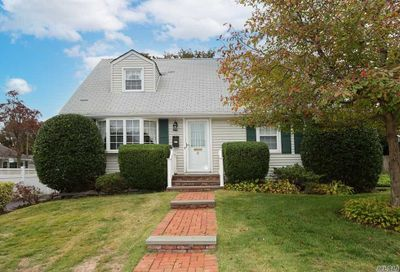 5 Hawthorne Road East Norwich NY 11732