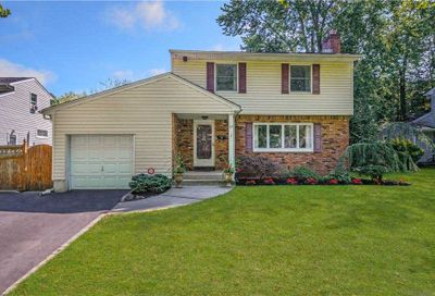 34 Culver Court Melville NY 11747