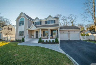 329 Woodland Drive Brightwaters NY 11718