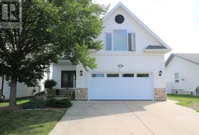 108 Ahlstrom Close Red Deer AB T4R2T8