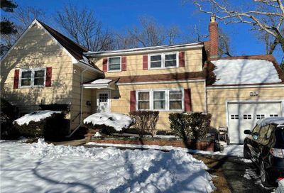 280 Windsor Avenue Brightwaters NY 11718