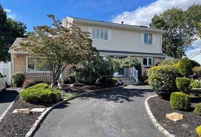 206 Timberline Drive Brentwood NY 11717