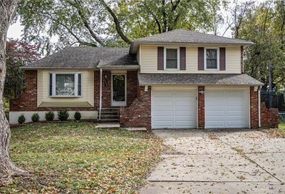 2904 NW Bedford Court Blue Springs MO 64015