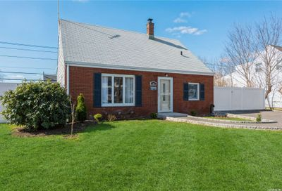 98 Old Oak Lane Levittown NY 11756