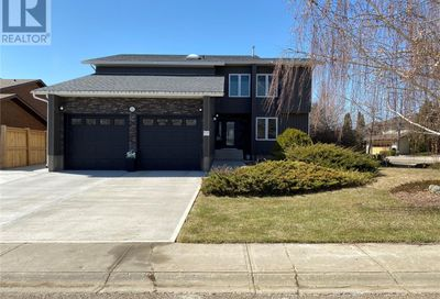2521 Cardinal CRES North Battleford SK S9A3X2
