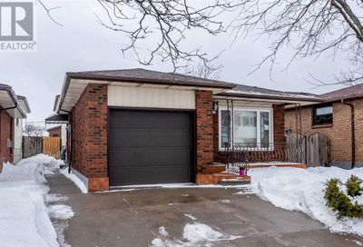 28 Basin Crescent Hamilton ON L8T4W8