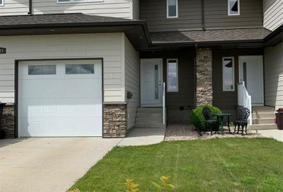 2419C Henderson DR North Battleford SK S9A0Y3