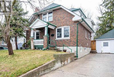 11 Parkside Drive Barrie ON L4N1W7
