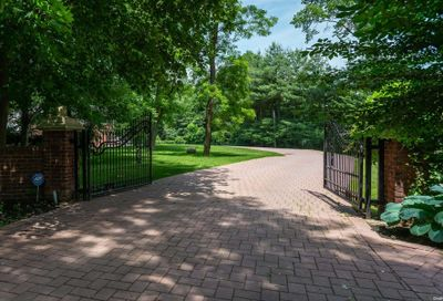 15 Twin Ponds Lane Oyster Bay Cove NY 11791