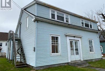 51 Cliff Street Yarmouth NS B5A3J1