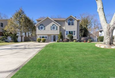 16 Linda Lane Commack NY 11725