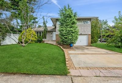 461 Peter Lane East Meadow NY 11554