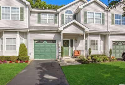 149 Willow Wood Drive Oakdale NY 11769
