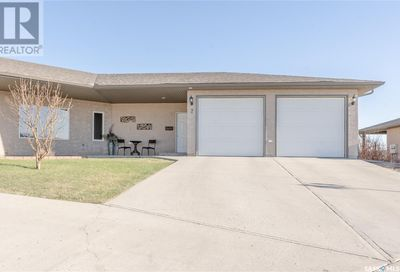7 1590 4th AVE NW Moose Jaw SK S6J0A5