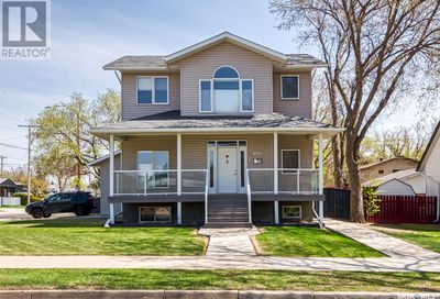 1095 6th AVE NW Moose Jaw SK S6H4A5