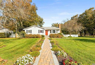 63 Head Of The Neck Road Bellport NY 11713