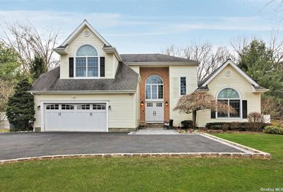 12 Hunting Hollow Court Dix Hills NY 11746