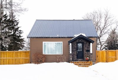 1120 Connaught AVE Moose Jaw SK S6H4B7