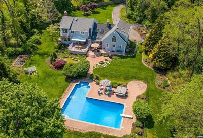 41 Evergreen Avenue East Moriches NY 11940