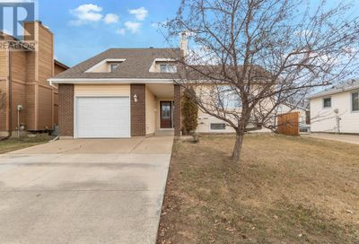 226 Leigh Crescent Fort McMurray AB T9K1K5