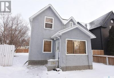 236 Ominica ST W Moose Jaw SK S6H1X4