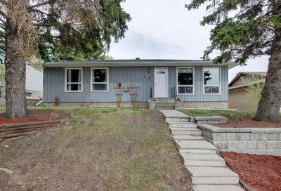 12243 Canfield Route Calgary AB T2W1J8