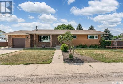 1364 13th AVE NW Moose Jaw SK S6H7G1