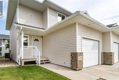 205 851 Chester RD Moose Jaw SK S6J0A4