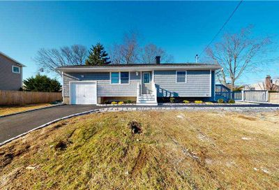 38 Salem Lane Selden NY 11784