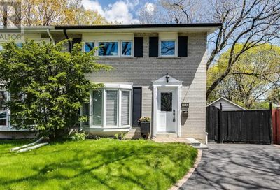 104 Marbury Crescent Toronto ON M3A2G4