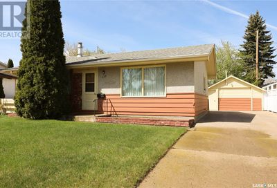 1166 Currie CRES Moose Jaw SK S6H6B6