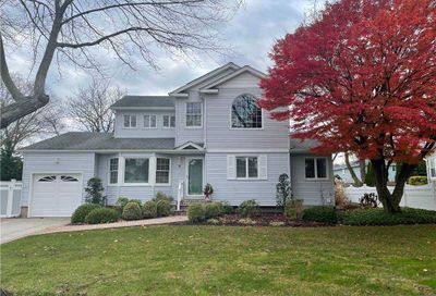 9 Preakness Court Greenlawn NY 11740