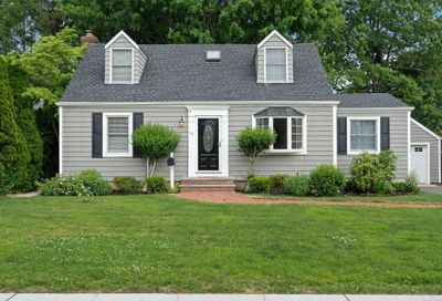 70 Midway Avenue Locust Valley NY 11560