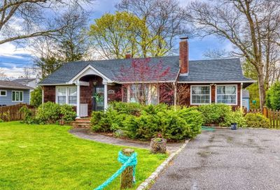215 Old Neck Road Center Moriches NY 11934