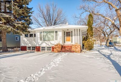 502 Athabasca ST W Moose Jaw SK S6H2C6