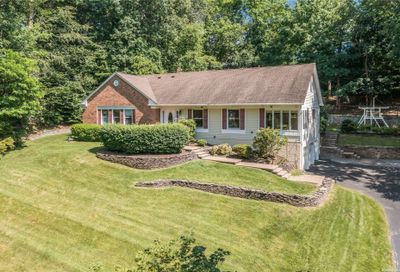 28 Fairway Place Cold Spring Hrbr NY 11724