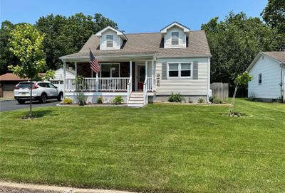 7 Lilly Court Moriches NY 11955