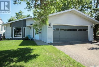 1252 113th ST North Battleford SK S9A2M2